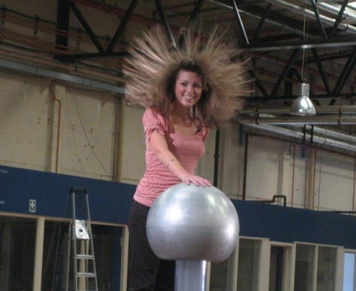 Van de Graaff generator high voltage electrostatic prop